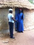 Buschpfarrer mit Dorfältestem